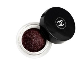 Chanel Illusion D'Ombre Eyeshadow Rouge Noir